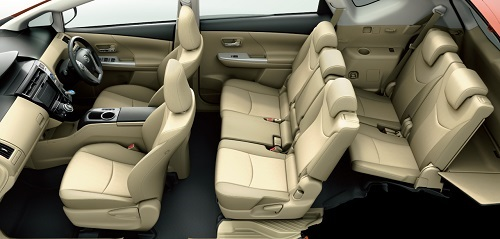 carlineup_priusalpha_interior_seat_01_pc